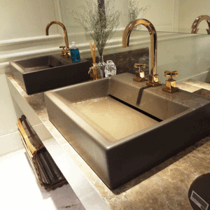 beautiful dual sinks in masdter bath will make it easier to flip my house
